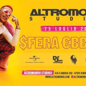 Sfera Ebbasta si scatena nel tour esclusivo all'Altromondo Studios