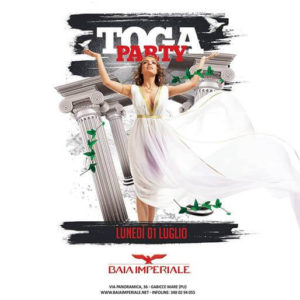 Arriva il Toga Party alla Baia Imperiale. Divertiti in prefetto stile romano!